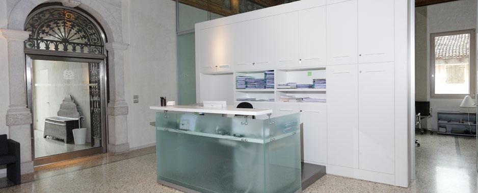 Arredi ufficio mobili per ufficio arredamento uffici for Mobili per reception