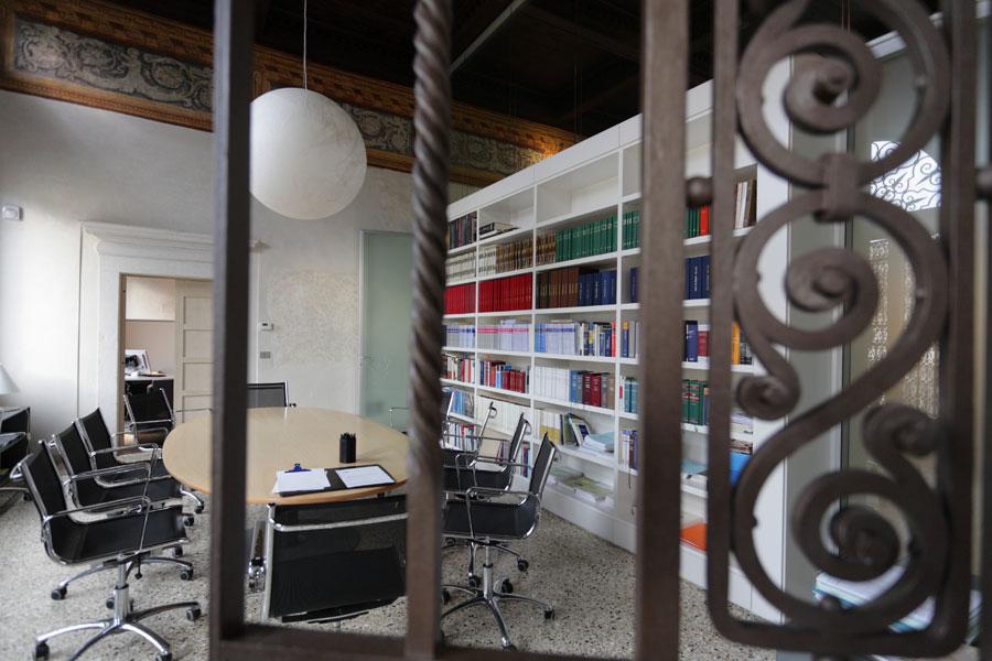 Realizzazioni arredi ufficio vemar portogruaro for Soluzioni per ufficio